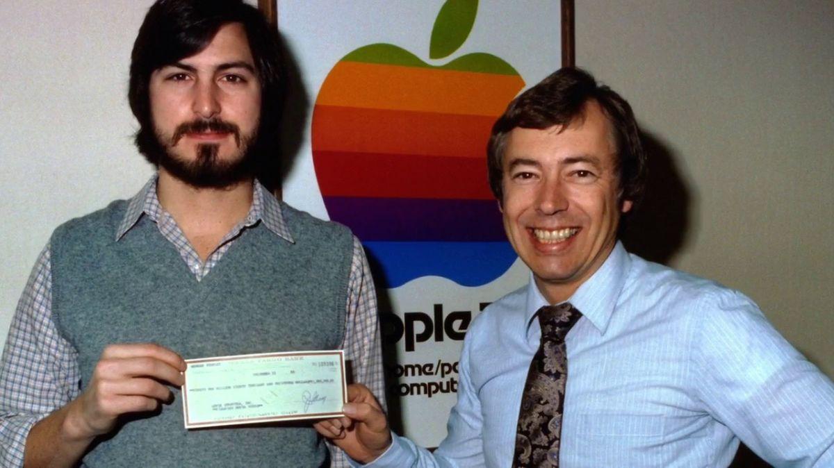Apple: Dari Bisnes Belakang Rumah Ke Bursa Saham